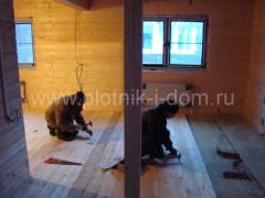 Настил деревянных полов в доме