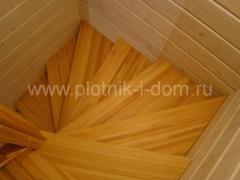 Лестница, ступени из лиственницы