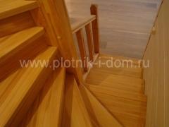 Лестница в доме - лиственница