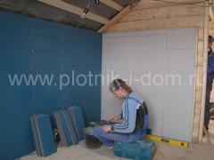 Отделка стен кафельной плиткой в деревянном доме