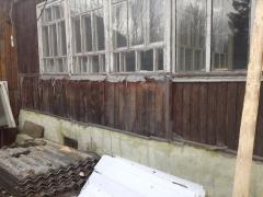 Старый деревянный дом под ремонт