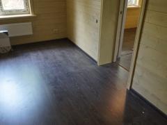 Реконструкция деревянного дома, настил ламината