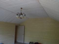 Реконструкция деревянного дома, отделка стены имитация, потолок вагонка