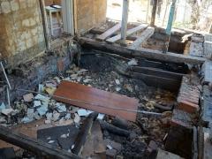Реконструкция деревянного дома, разборка пола