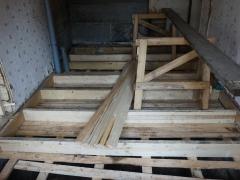Реконструкция деревянного дома, замена балок пола