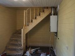 Реконструкция деревянного дома, лестница на мансарду
