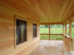 Открытая веранда деревянного дома
